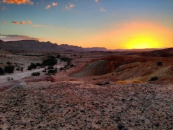 Sunset_in_the_Negev_Desert_near_Yeruham,_Israel