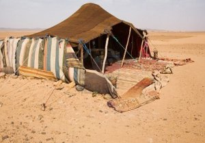 2206712-the-bedouins-tent-in-the-sahara-morocco
